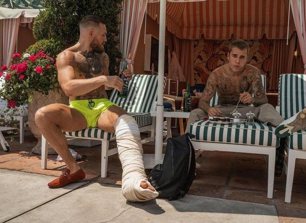 Võ sĩ MMA nổi tiếng nhất thế giới bất ngờ hội ngộ Justin Bieber: Độ ngầu ngang ngửa nhưng thua về khoản xăm trổ - Ảnh 4.