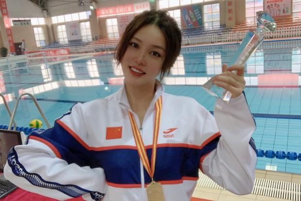 Đội trưởng đội bóng nước nữ Trung Quốc khiến MXH điên đảo chỉ sau 1 bức ảnh thi Olympic với nhan sắc cực phẩm, soi profile lại càng mê mệt - Ảnh 5.