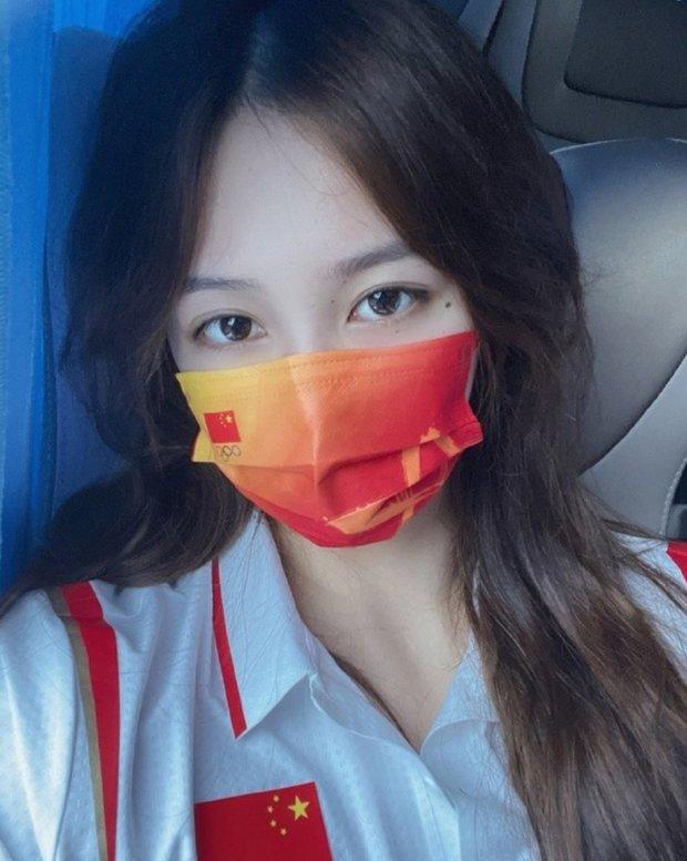 Đội trưởng đội bóng nước nữ Trung Quốc khiến MXH điên đảo chỉ sau 1 bức ảnh thi Olympic với nhan sắc cực phẩm, soi profile lại càng mê mệt - Ảnh 4.