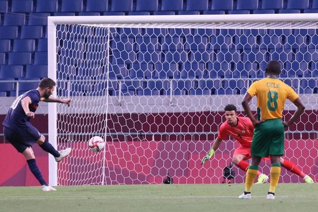 Trận đấu kịch tính nhất Olympic 2020: Đủ drama từ trượt pen, đá hỏng trước khung thành trống, rượt đuổi tỷ số 7 bàn chỉ trong 1 hiệp - Ảnh 10.