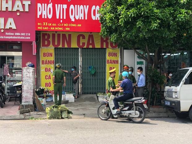 Hà Nội: 291 người dân và 5 cơ sở kinh doanh bị phạt gần 700 triệu đồng sau hơn 1 ngày giãn cách xã hội - Ảnh 1.