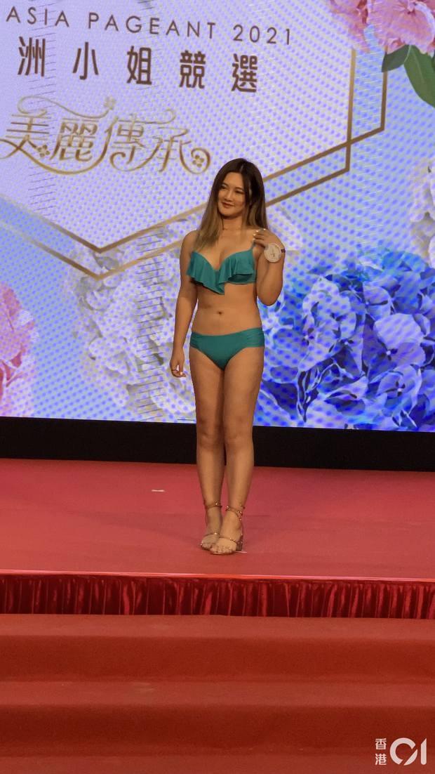 """Choáng toàn tập với dàn thí sinh Hoa hậu châu Á: Lộ bụng mỡ bèo nhèo, tạo dáng """"khó đỡ"""" trước ban giám khảo - Ảnh 2."""