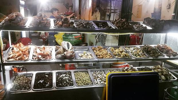 18:00 không ra đường càng làm tôi thèm chảy nước miếng vì nhớ những đĩa ốc đêm đồng giá 30k ở Sài Gòn - Ảnh 1.