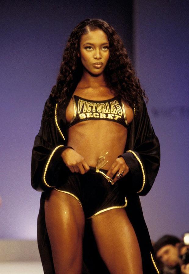 Show của Victorias Secret những ngày đầu tiên: Áo quần gây sốc từ thập niên 90, tiêu chuẩn dàn mẫu trước drama body shaming thế nào? - Ảnh 10.