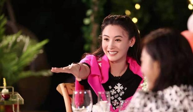 Quý tử thứ 3 nhà Trương Bá Chi chính thức lộ mặt, nhìn vóc dáng nhóc tì 3 tuổi đã biết được mẹ chăm sóc như thế nào - Ảnh 4.