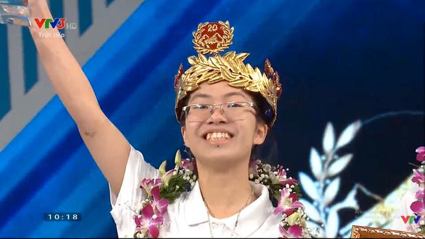 Quán quân Olympia Thu Hằng được bao nhiêu điểm thi tốt nghiệp THPT Quốc gia 2021? - Ảnh 2.