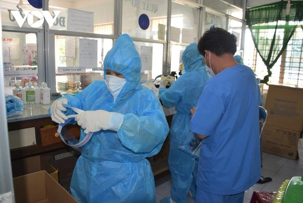 20 nhân viên y tế ở Phú Yên mắc Covid-19 trong quá trình tham gia chống dịch - Ảnh 1.