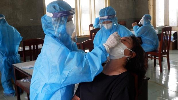 Cả 5 cán bộ, nhân viên một Trạm Y tế ở Bình Định cùng mắc Covid-19 - Ảnh 2.