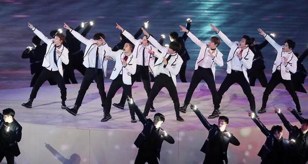 Khi idol Kpop đi diễn sự kiện Olympic: EXO đem dàn xe đua hầm hố lên sân khấu, CL (2NE1) gây tranh cãi vì chọn sai bài? - Ảnh 5.