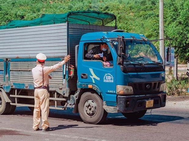 Tài xế xe tải lây bệnh Covid-19 cho hàng loạt người thân vì không khai báo y tế - Ảnh 1.