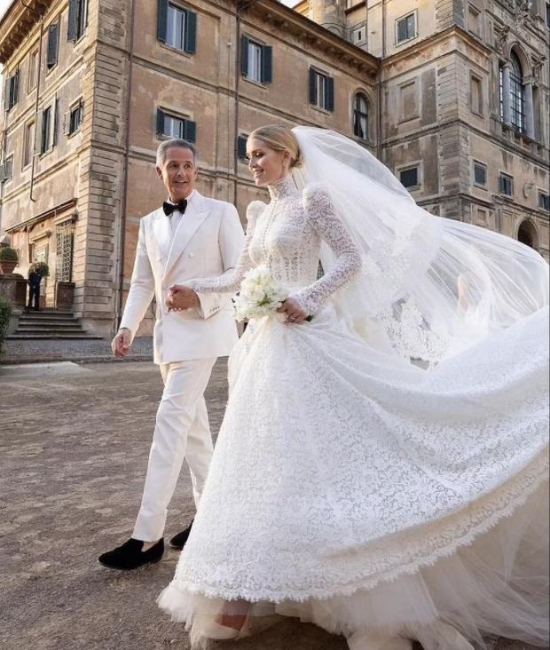 Cháu gái Công nương Diana từng chiếm spotlight tại đám cưới Meghan bất ngờ kết hôn, danh tính chú rể gây chú ý - Ảnh 3.