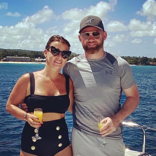 Rooney hoang mang vì bị lộ ảnh thân mật cùng gái lạ trong khách sạn - Ảnh 4.
