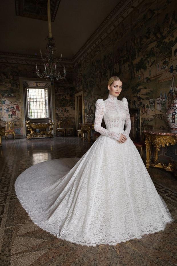 Cháu gái công nương Diana đặt tới 4 bộ váy cưới kinh diễm của D&G, netizen Việt liền có ngay phản ứng trái chiều - Ảnh 1.