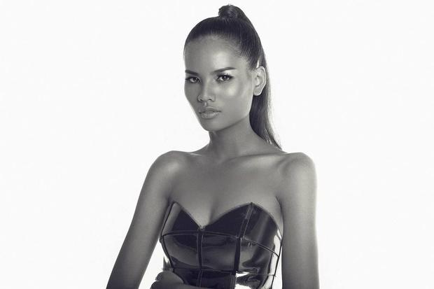 Hiếm có trong showbiz: Một người đẹp vừa là thủ khoa Ngoại thương, vừa là top 5 Hoa hậu Hoàn vũ VN! - Ảnh 1.