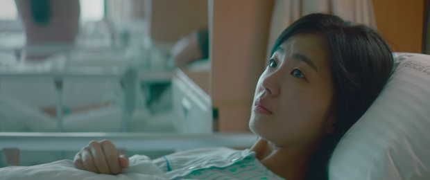 Hospital Playlist 2 lại có bà mẹ chồng siêu cay nghiệt khiến sản phụ suy sụp, nhưng bác sĩ Jung Won nói 1 câu là câm nín! - Ảnh 1.