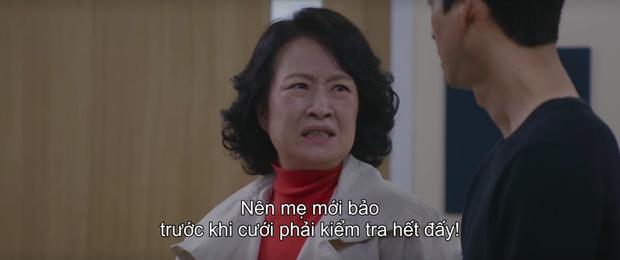 Hospital Playlist 2 lại có bà mẹ chồng siêu cay nghiệt khiến sản phụ suy sụp, nhưng bác sĩ Jung Won nói 1 câu là câm nín! - Ảnh 3.