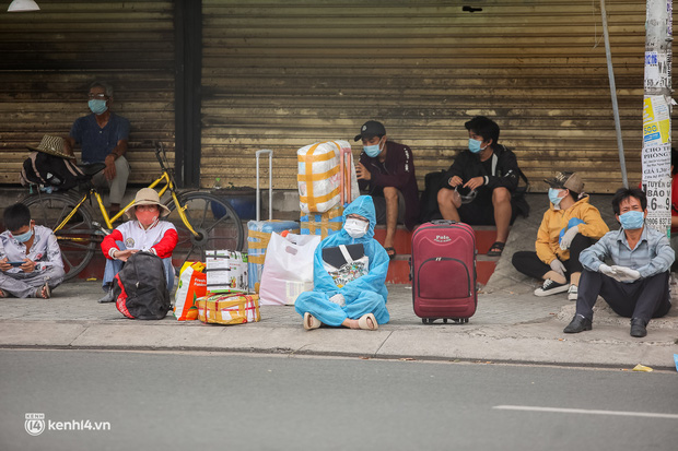 Ảnh: 20 chiếc xe khách giường nằm lăn bánh chở người dân từ TP.HCM về quê Phú Yên - Ảnh 6.