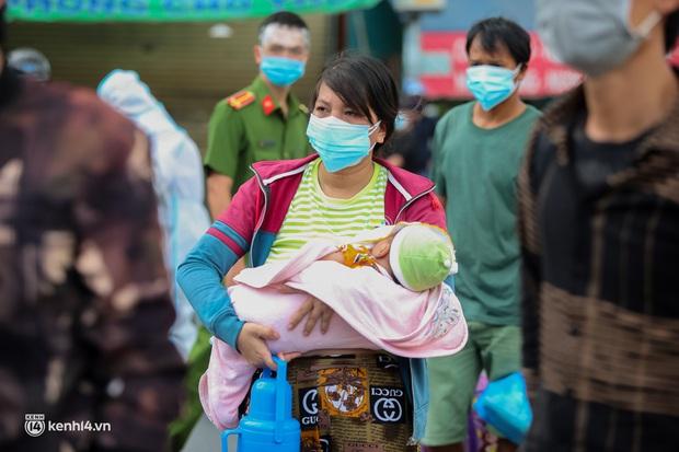 Ảnh: 20 chiếc xe khách giường nằm lăn bánh chở người dân từ TP.HCM về quê Phú Yên - Ảnh 9.