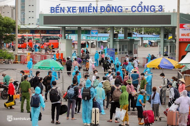 Ảnh: 20 chiếc xe khách giường nằm lăn bánh chở người dân từ TP.HCM về quê Phú Yên - Ảnh 5.