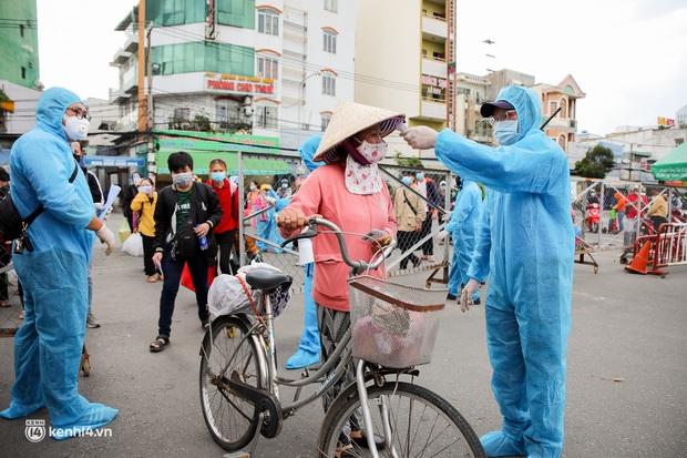 Ảnh: 20 chiếc xe khách giường nằm lăn bánh chở người dân từ TP.HCM về quê Phú Yên - Ảnh 11.