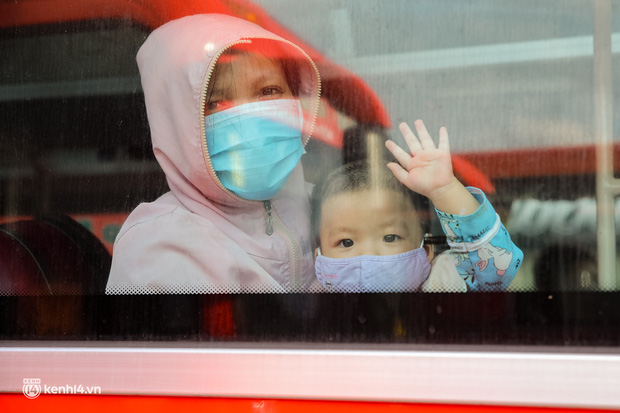 Ảnh: 20 chiếc xe khách giường nằm lăn bánh chở người dân từ TP.HCM về quê Phú Yên - Ảnh 12.