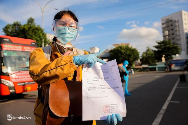 Ảnh: 20 chiếc xe khách giường nằm lăn bánh chở người dân từ TP.HCM về quê Phú Yên - Ảnh 16.