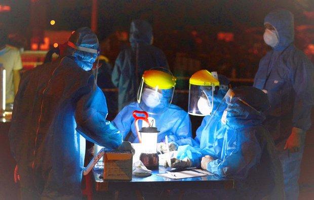Các tiểu thương nhiễm Covid-19 đến hàng loạt nơi đông người, Đà Nẵng yêu cầu ai liên quan lập tức khai báo - Ảnh 2.