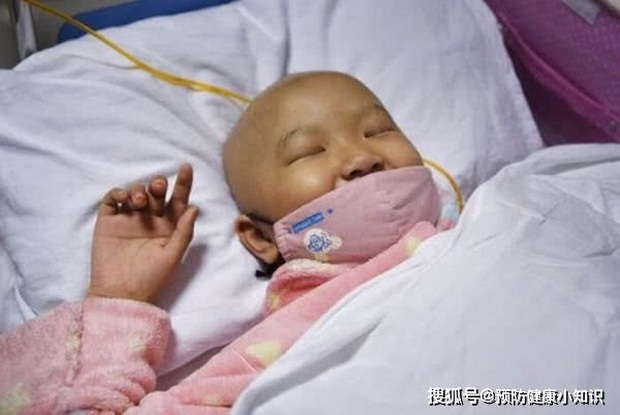 Bé gái 8 tuổi qua đời vì ung thư gan, bác sĩ trách: Sao lại để đứa trẻ ăn những thứ này - Ảnh 1.