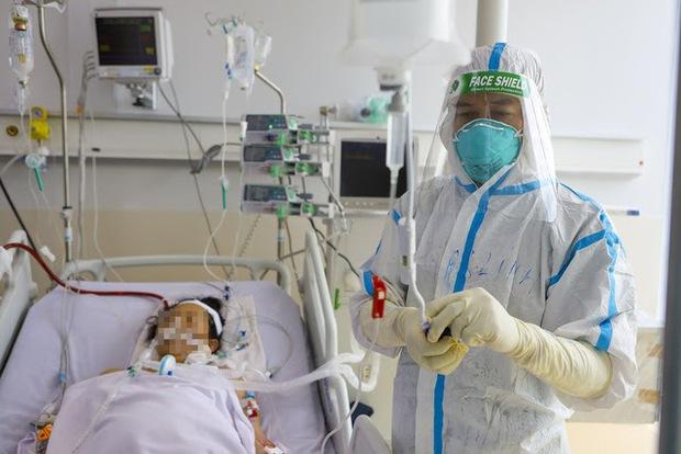 Bác sĩ 91 bạc trắng đầu sau hơn 10 ngày ở Bệnh viện Hồi sức COVID-19 - Ảnh 5.
