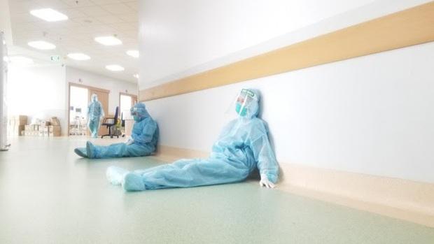 Bác sĩ 91 bạc trắng đầu sau hơn 10 ngày ở Bệnh viện Hồi sức COVID-19 - Ảnh 4.
