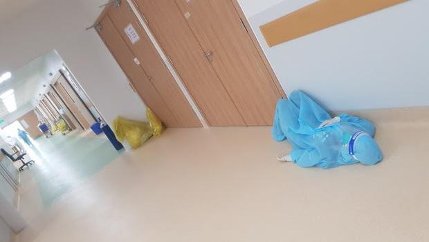 Bác sĩ 91 bạc trắng đầu sau hơn 10 ngày ở Bệnh viện Hồi sức COVID-19 - Ảnh 3.