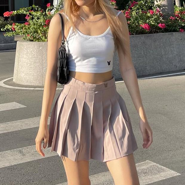 Jennie khoe body với áo 2 dây sexy, chị em dễ dàng sắm ngay chiếc tương tự chỉ từ 95k - Ảnh 6.
