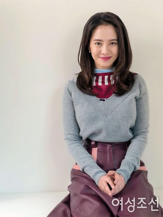 8 mỹ nhân hack tuổi thần sầu của phim Hàn: Son Ye Jin trẻ mãi không già, Jang Nara như ăn thịt Đường Tăng - Ảnh 15.