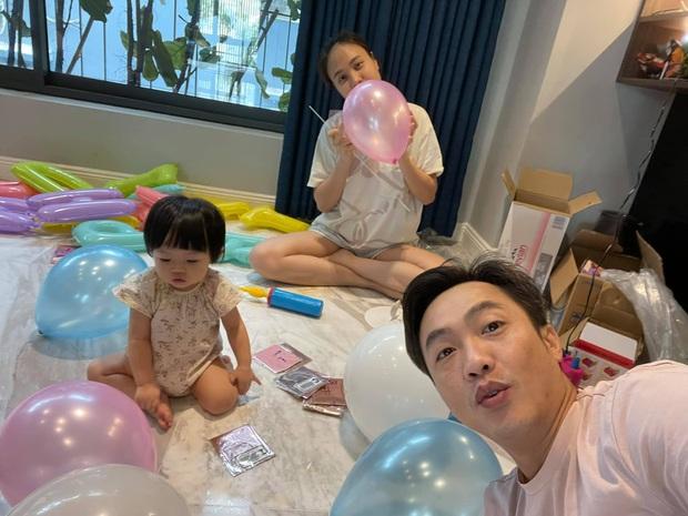 Tiệc thôi nôi nhà Cường Đô La: Lần đầu công khai tên thật của Suchin, mẹ chồng đại gia của Đàm Thu Trang lộ diện - Ảnh 7.