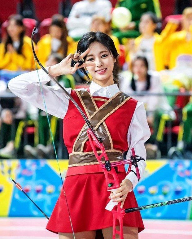 Dàn nữ thần huyền thoại của đại hội thể thao idol: Tzuyu mê hoặc đạo diễn Thor, Irene chưa hot bằng idol xứ Trung nổi sau 1 đêm - Ảnh 12.