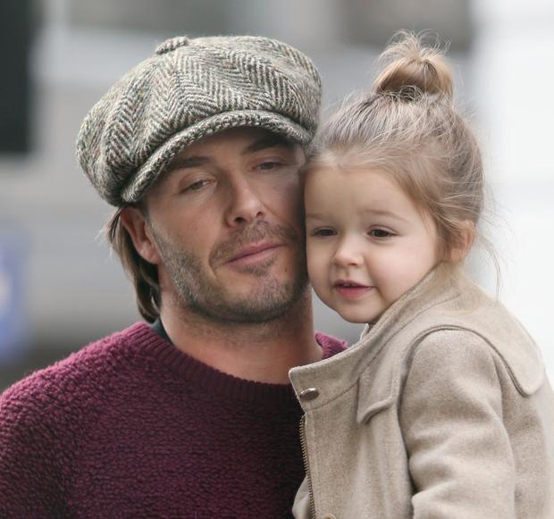 Màn lột xác của 2 ái nữ nhà đôi bạn thân Beckham - Tom Cruise: Suri chân dài gây choáng, thiên thần Harper nay điệu lắm rồi - Ảnh 24.