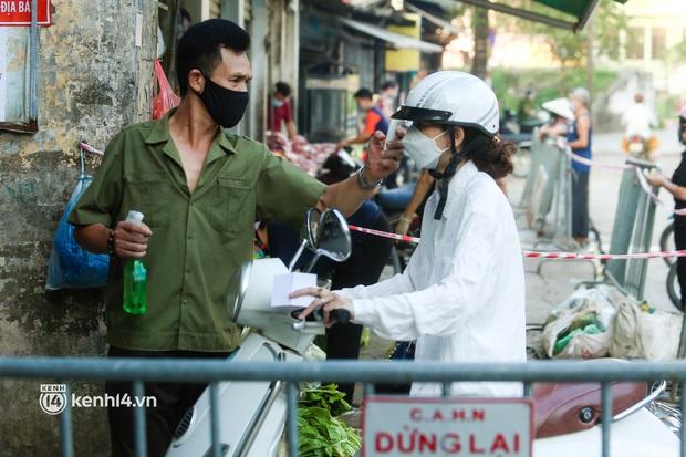Hà Nội: Phường đầu tiên phát thẻ đi chợ vào ngày chẵn, lẻ - Ảnh 6.