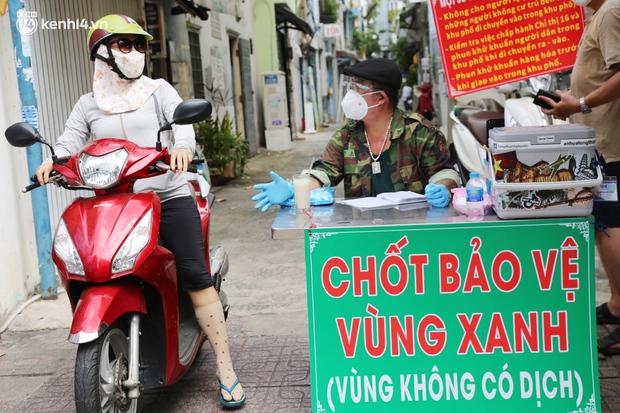 Cận cảnh những chốt bảo vệ vùng xanh ở Sài Gòn: Ngăn dịch bệnh từ bên ngoài xâm nhập vào - Ảnh 2.