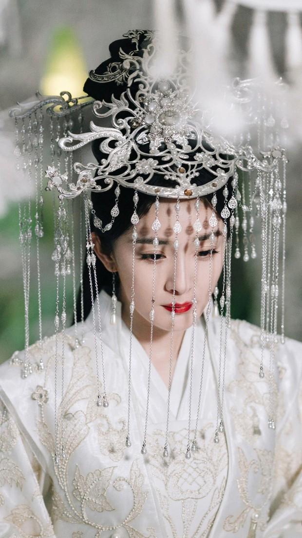 Tạo hình cổ trang của sao Trung: Bành Tiểu Nhiễm hơn cả xuất sắc, Dương Mịch đẹp nao lòng, phục trang của Châu Tấn kỳ công nhất - Ảnh 5.