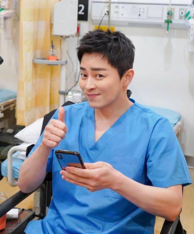 Cười rụng rốn với Ik Jun của Hospital Playlist: Cãi nhau tới bến với Google Maps, để lộ hint khác biệt so với trong phim - Ảnh 8.