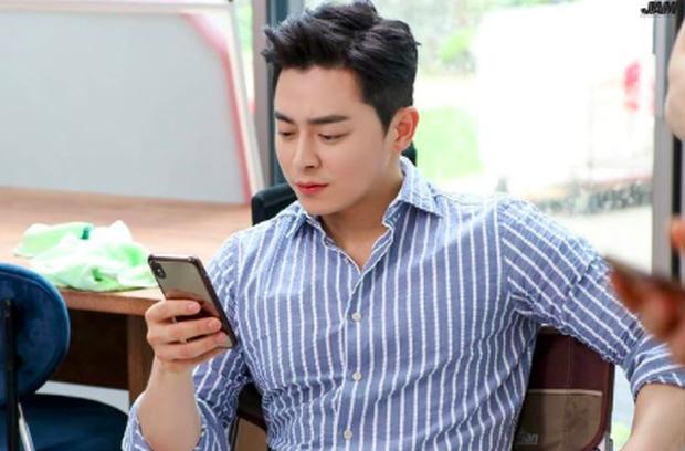 Cười rụng rốn với Ik Jun của Hospital Playlist: Cãi nhau tới bến với Google Maps, để lộ hint khác biệt so với trong phim - Ảnh 9.