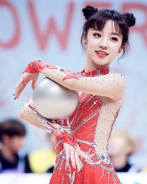 Dàn nữ thần huyền thoại của đại hội thể thao idol: Tzuyu mê hoặc đạo diễn Thor, Irene chưa hot bằng idol xứ Trung nổi sau 1 đêm - Ảnh 33.