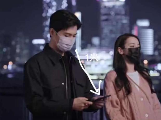Netizen soi ra điểm khác biệt thú vị giữa Dương Dương và Nhiệt Ba trong phim, còn lên hẳn hotsearch vì quá hề hước - Ảnh 5.