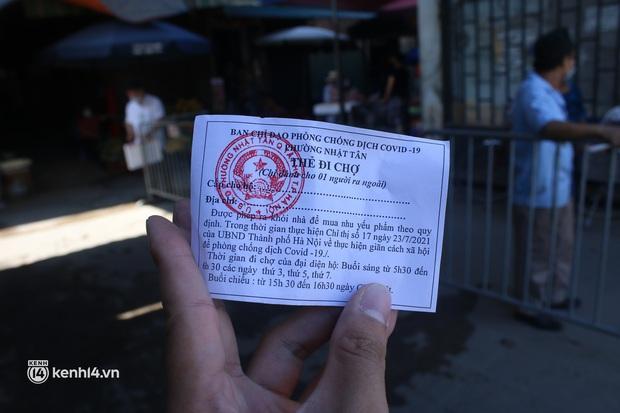 Hà Nội: Phường đầu tiên phát thẻ đi chợ vào ngày chẵn, lẻ - Ảnh 3.