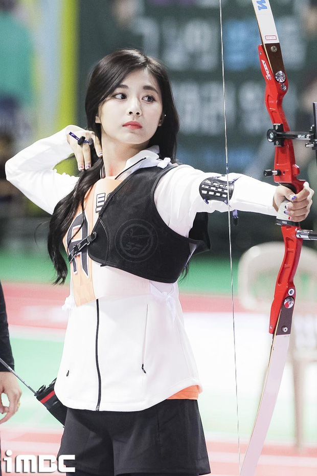 Dàn nữ thần huyền thoại của đại hội thể thao idol: Tzuyu mê hoặc đạo diễn Thor, Irene chưa hot bằng idol xứ Trung nổi sau 1 đêm - Ảnh 3.