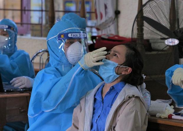 Đến bệnh viện khám lở miệng, nữ công nhân 20 tuổi phát hiện nhiễm Covid-19 - Ảnh 1.