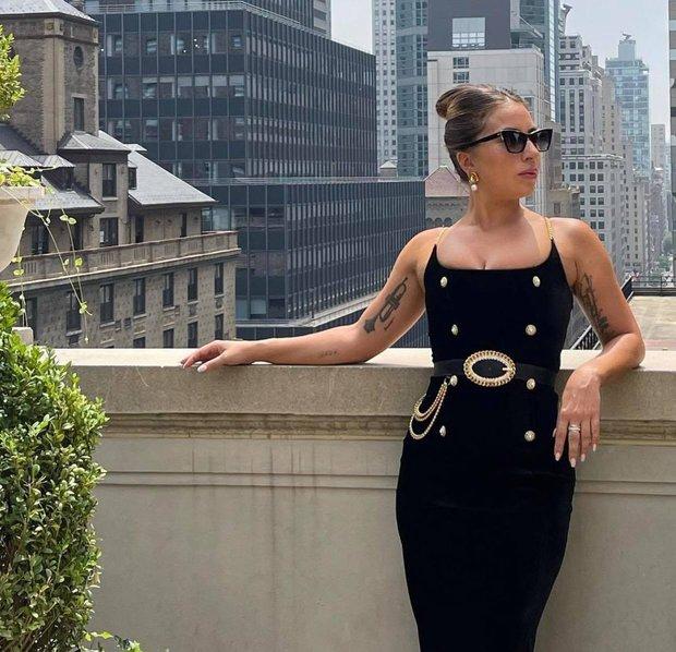 Thót tim nhìn chị Dậu Lady Gaga lênh khênh đôi guốc như cây sào đi dạo, vẫn catwalk chặt chém phố phường dù lộ bụng mỡ - Ảnh 7.