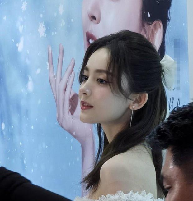 Nhan sắc 1 nữ thần Cbiz qua ảnh không PTS đang gây bão cả Weibo, đối thủ visual đáng gờm của Địch Lệ Nhiệt Ba có khác! - Ảnh 4.