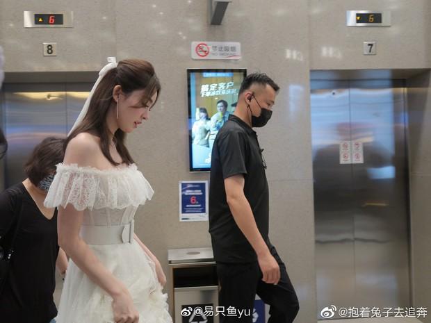 Nhan sắc 1 nữ thần Cbiz qua ảnh không PTS đang gây bão cả Weibo, đối thủ visual đáng gờm của Địch Lệ Nhiệt Ba có khác! - Ảnh 6.