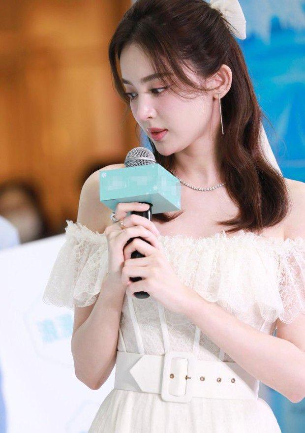 Nhan sắc 1 nữ thần Cbiz qua ảnh không PTS đang gây bão cả Weibo, đối thủ visual đáng gờm của Địch Lệ Nhiệt Ba có khác! - Ảnh 10.